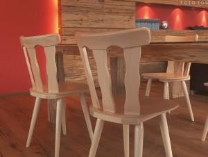 Krzesła drewniane country