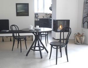 Gięte krzesła drewniane