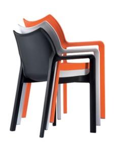 Krzesła plastikowe Deve sztaplowany