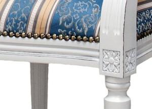 Wykończenie tapicerki krzesła stylowego włoskiego Ludwik pinezkami