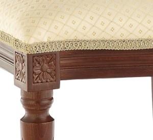 Wykończenie tapicerki krzesła stylowego włoskiego Ludwik torsatką lub lamówką