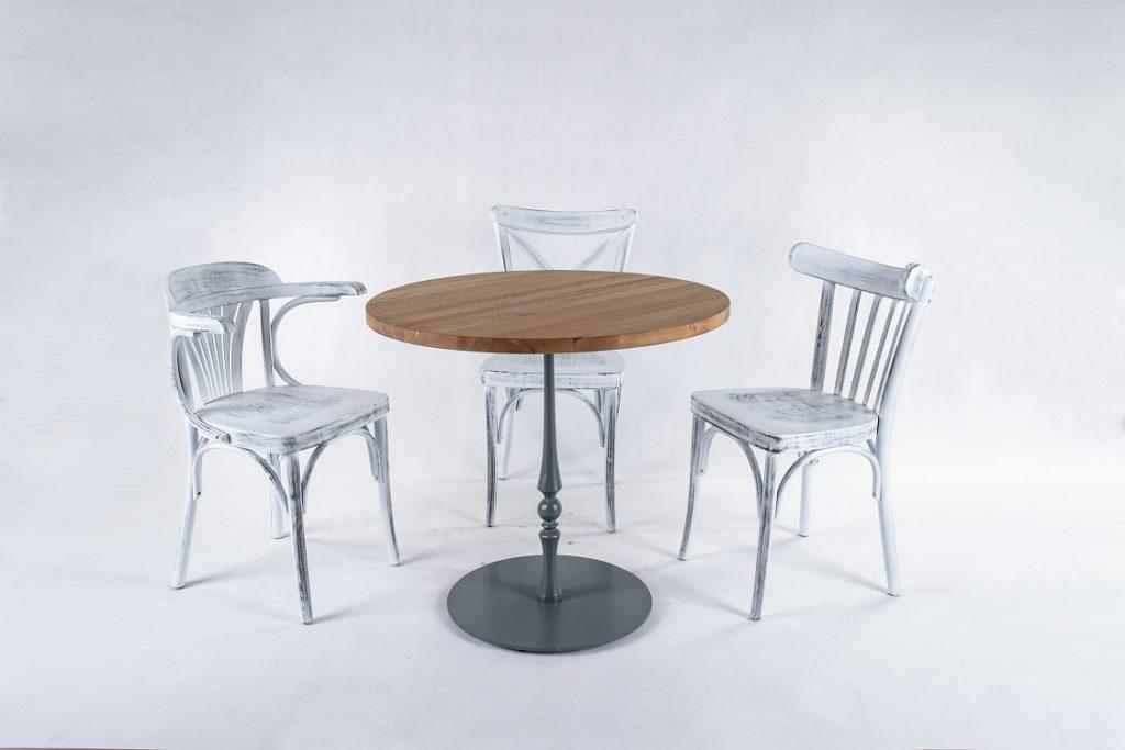 Drewniane krzesła prowansalskie