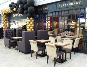 Krzesła i fotele w restauracji Gate One lotnisko Chopina