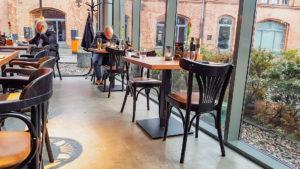Krzesła gięte AG-56 BF z krzeslaradomsko.pl w restauracji Indian Steak w Poznaniu