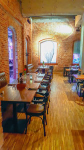 Klasyczne meble restauracyjne