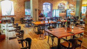 Krzesła gięte BG-165 B z krzeslaradomsko.pl w restauracji Indian Steak w Poznaniu