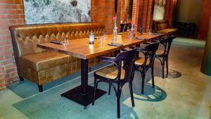 Meble restauracyjne z firmy Meble Radomsko w restauracji Indian Steak w Poznaniu
