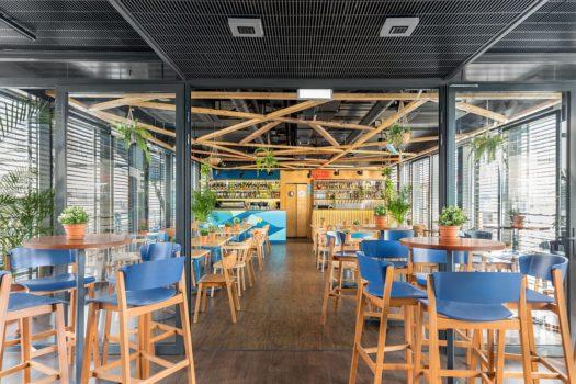 Restauracja Nowa Fala Bulwar Pattona Warszawa - krzesła barowe typu hoker CAVA