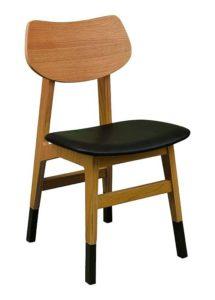 Krzesło drewniane COUNT AN z drewna dębowego z nakładkami na nogi