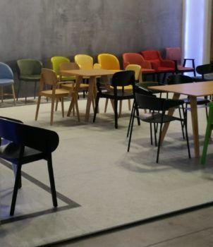 Ekspozycja krzeseł Radomsko na targach